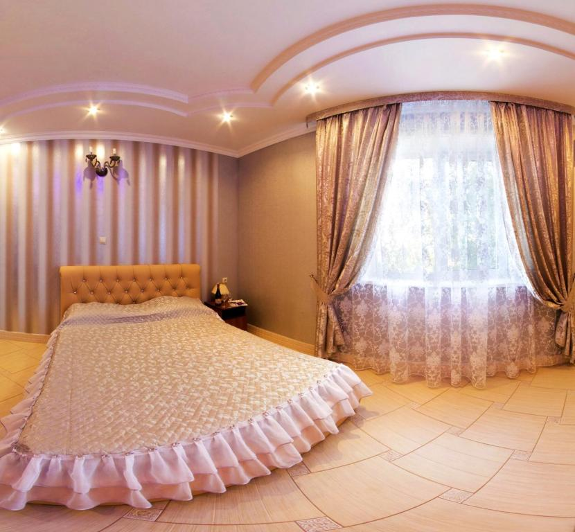 Кровать или кровати в номере Alladin Hotel