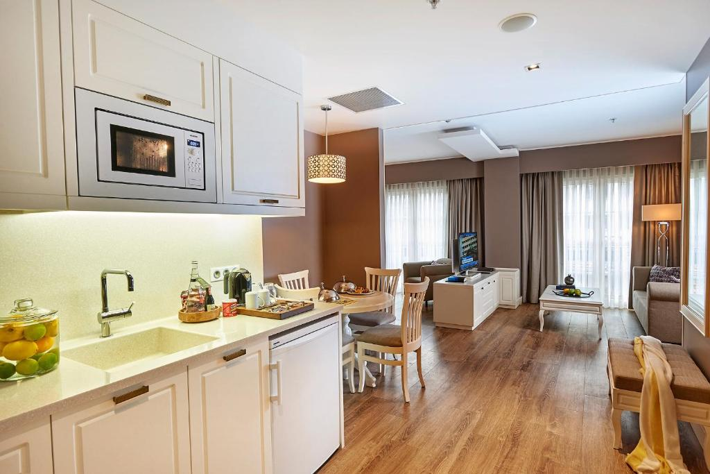 مطبخ أو مطبخ صغير في فندق ريناتا البوتيكي شيشلي