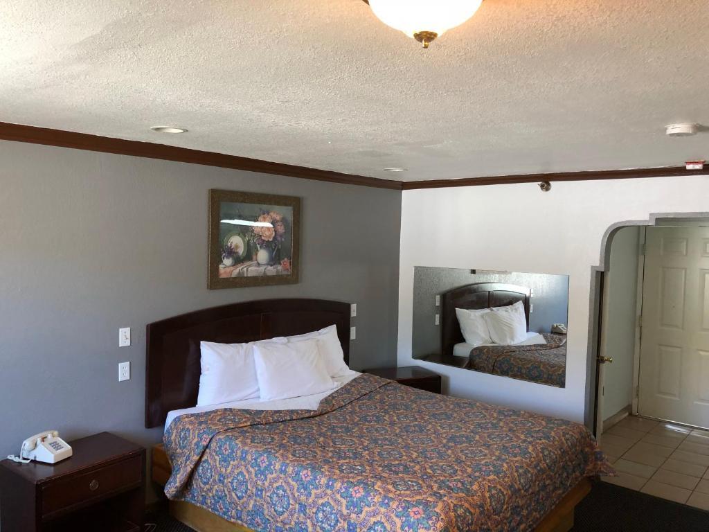A room at the Starlight Inn Valley Boulevard.