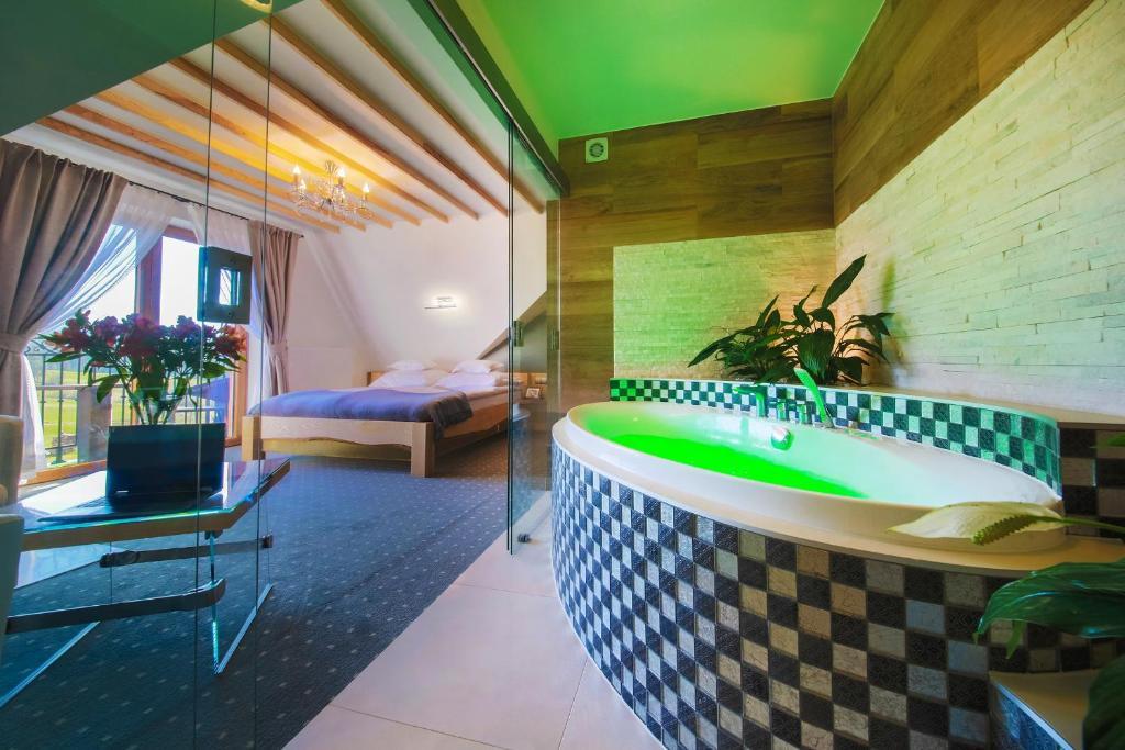 A bathroom at Willa Grand Karpatia Ski&Spa