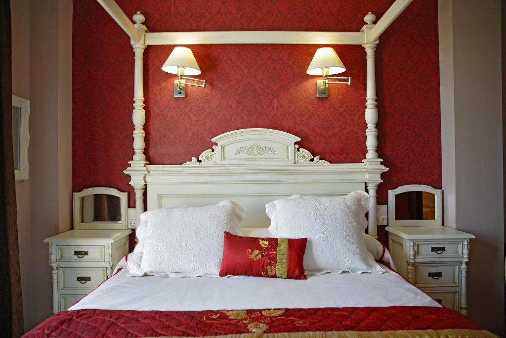 A bed or beds in a room at Señorío de Los Bazán