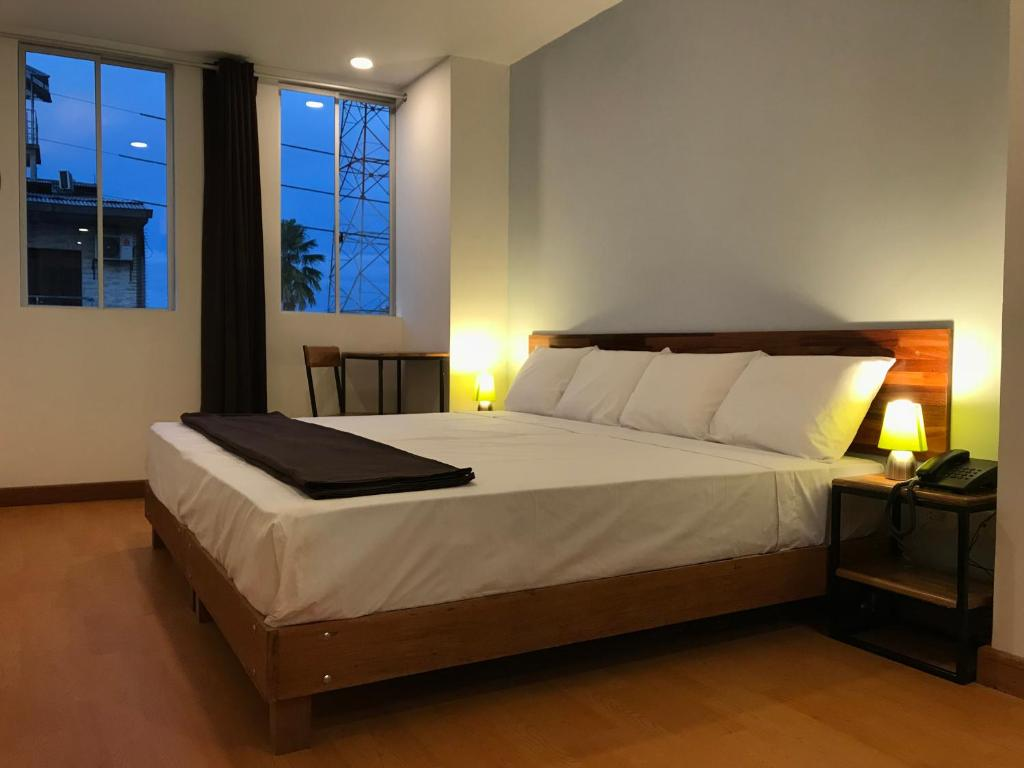 A bed or beds in a room at Central Bed & Breakfast