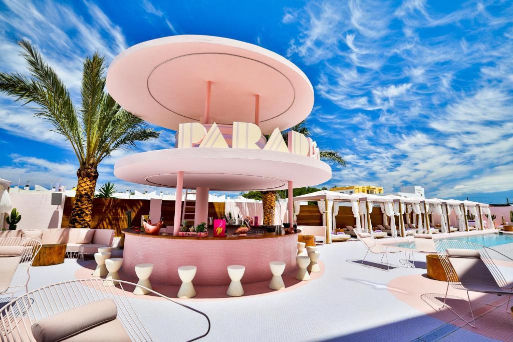 Un restaurante o sitio para comer en Paradiso Ibiza Art Hotel - Adults Only