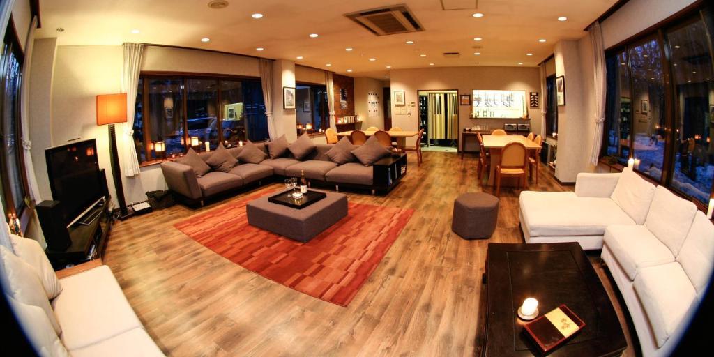 The lounge or bar area at Morino Lodge - Hakuba