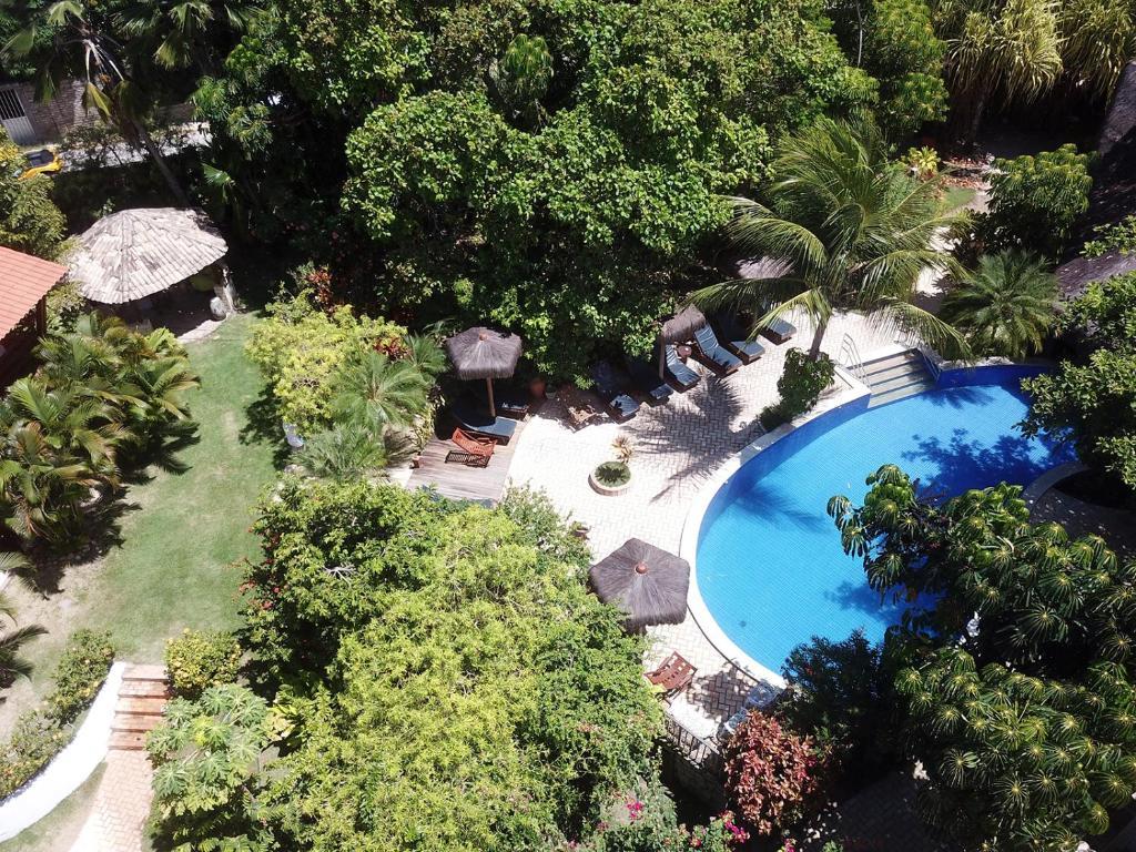 Uitzicht op het zwembad bij Pousada Coco Fresco of in de buurt