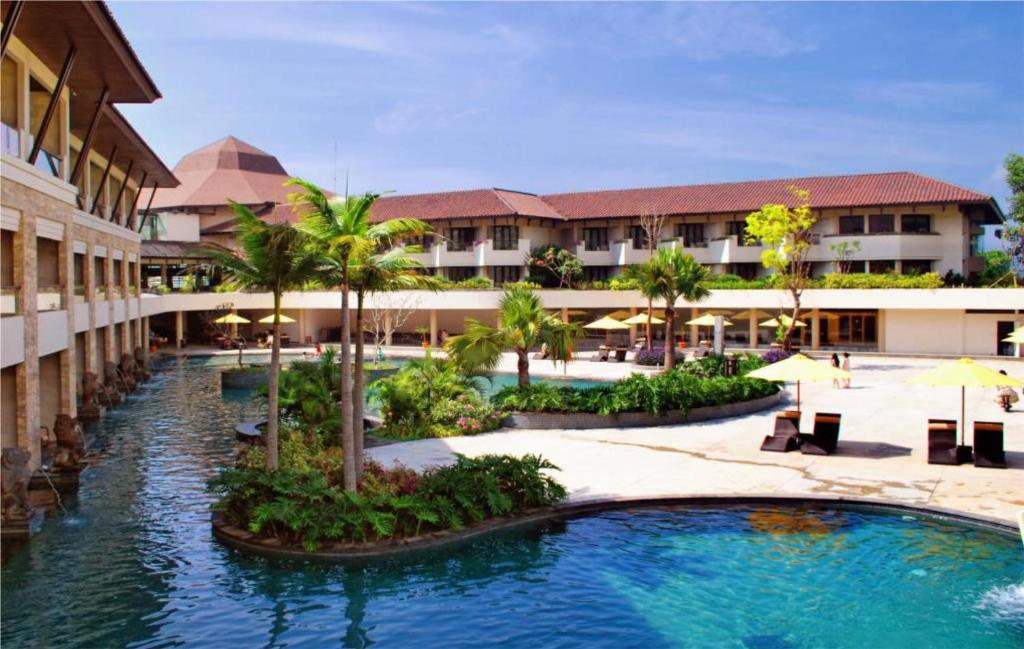 The swimming pool at or close to The Singhasari Resort Batu