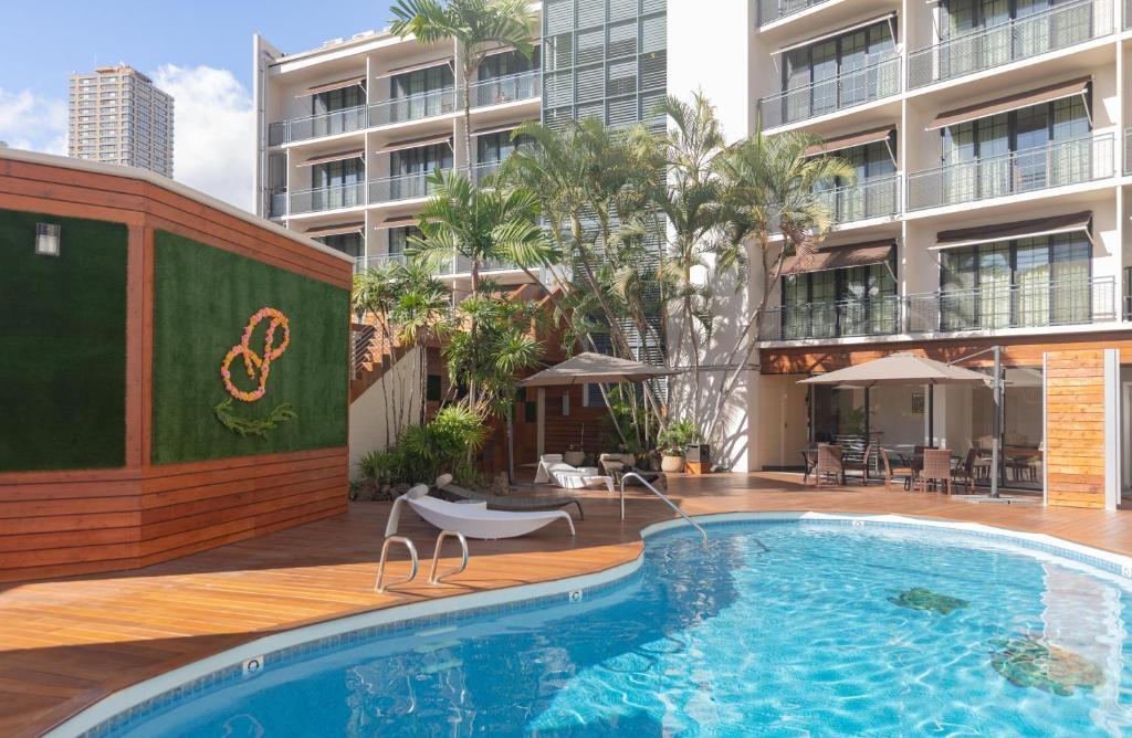 Bazén v ubytování Polynesian Residences Waikiki Beach nebo v jeho okolí