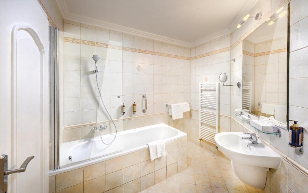 A bathroom at Grand hotel Starý Smokovec