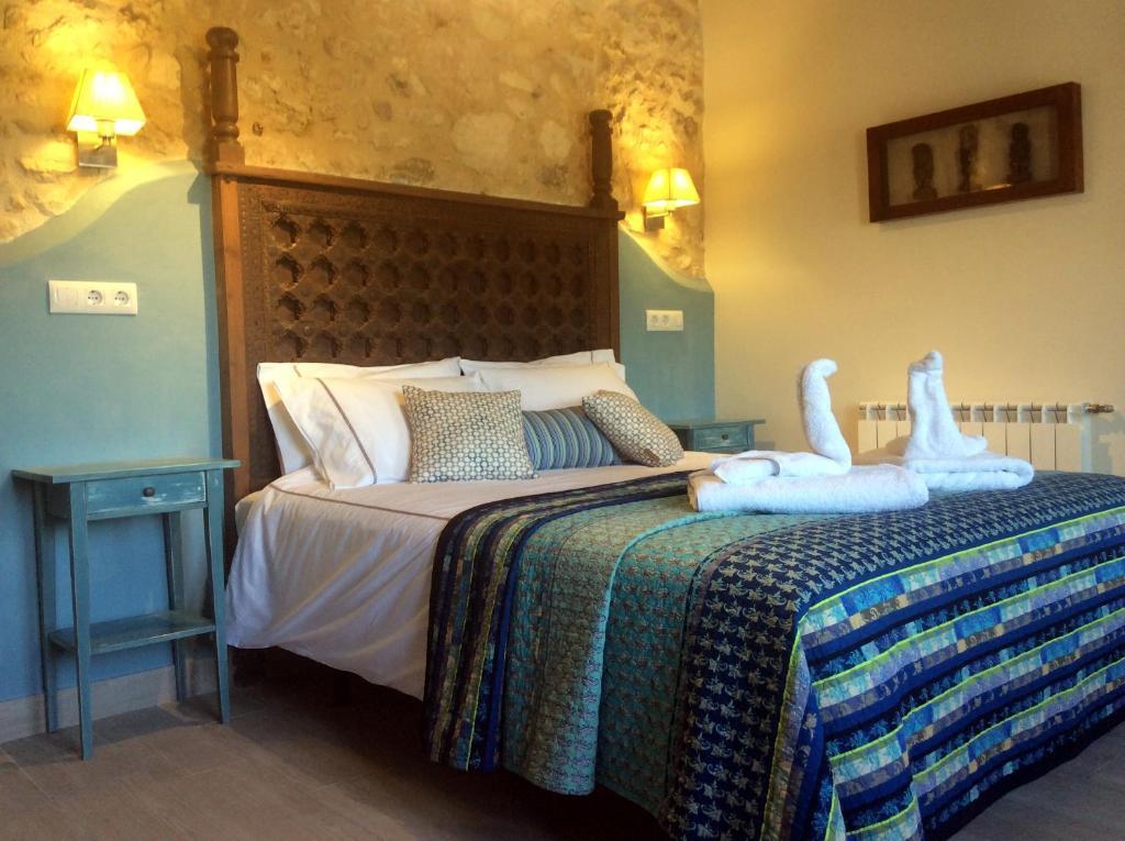 A bed or beds in a room at Los Cuatro Vientos B&B