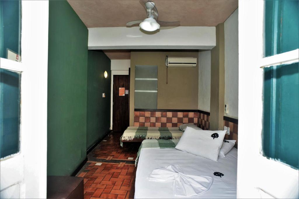 A seating area at Laranjeiras Hostel