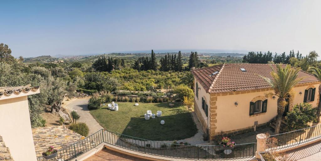 Vista aerea di Villa La Lumia B&B Suites & Apartments