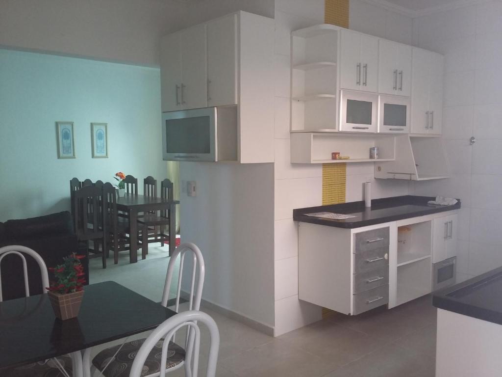 A kitchen or kitchenette at Conforto Verde