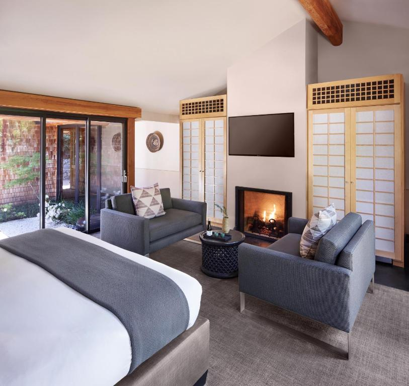 A seating area at Gaige House + Ryokan