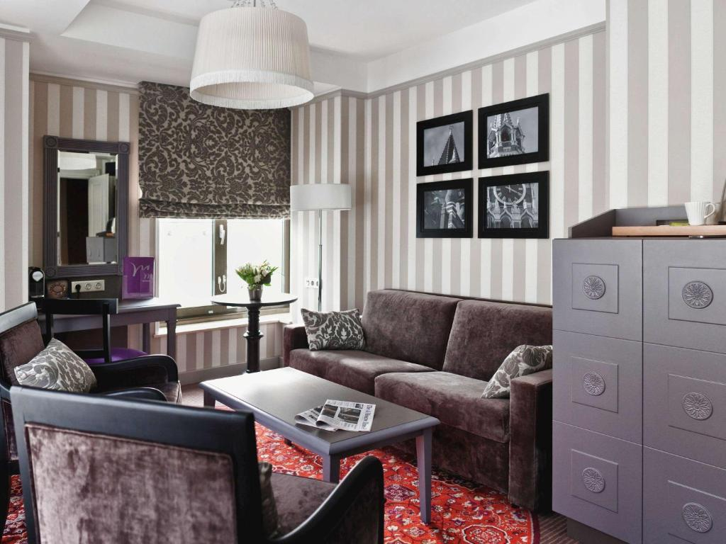 A seating area at Mercure Arbat Moscow