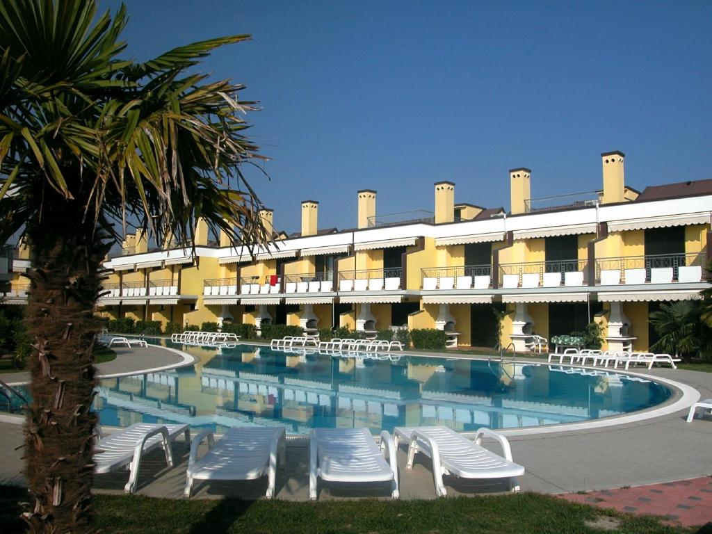 The swimming pool at or near Residence Capo Nord