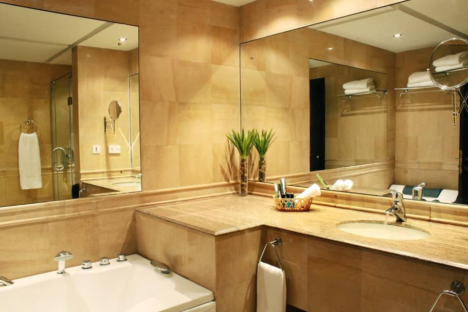 A bathroom at Marian Hotel