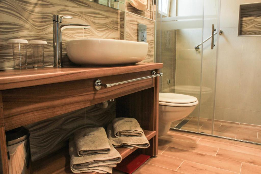 A bathroom at Rooms Villa Oasiss