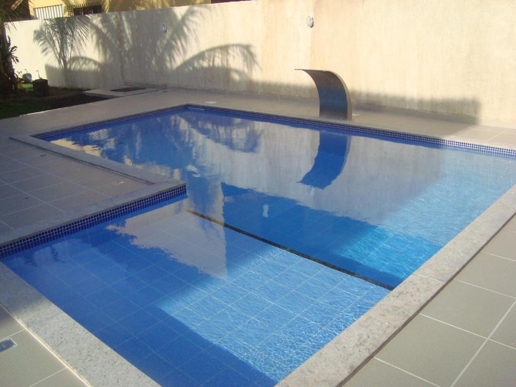 The swimming pool at or near Casa de Temporada com Piscina