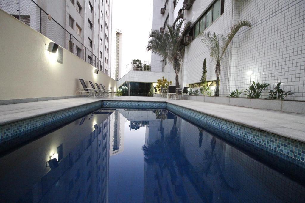A piscina localizada em Quality Belo Horizonte Lourdes ou nos arredores