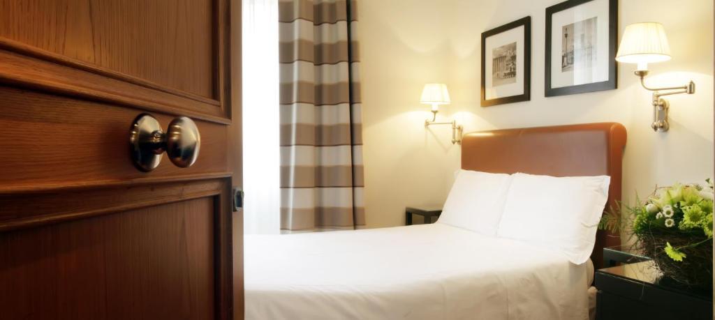 Letto o letti in una camera di Hotel Albergo Santa Chiara