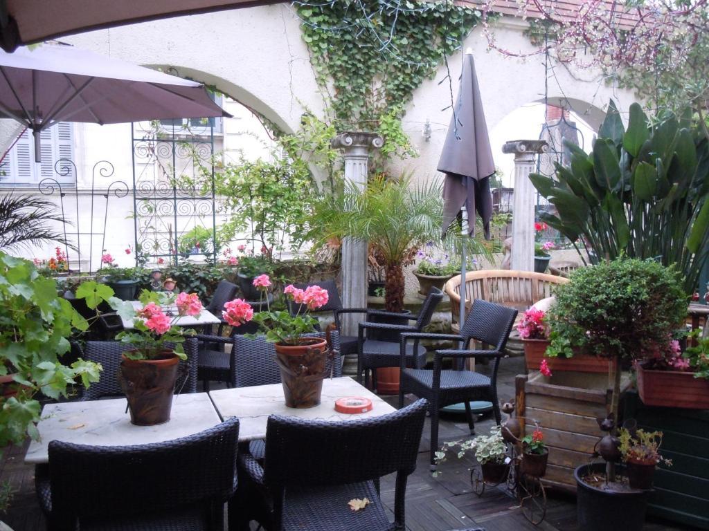 Restaurant ou autre lieu de restauration dans l'établissement La Croix Blanche