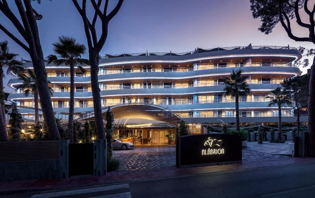 Alàbriga Hotel & Home Suites GL
