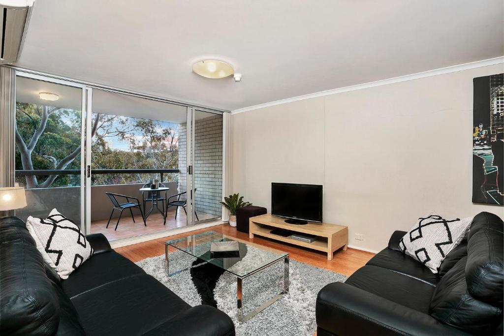 A seating area at Two Bedroom Apartment Broughton Road(ART04)