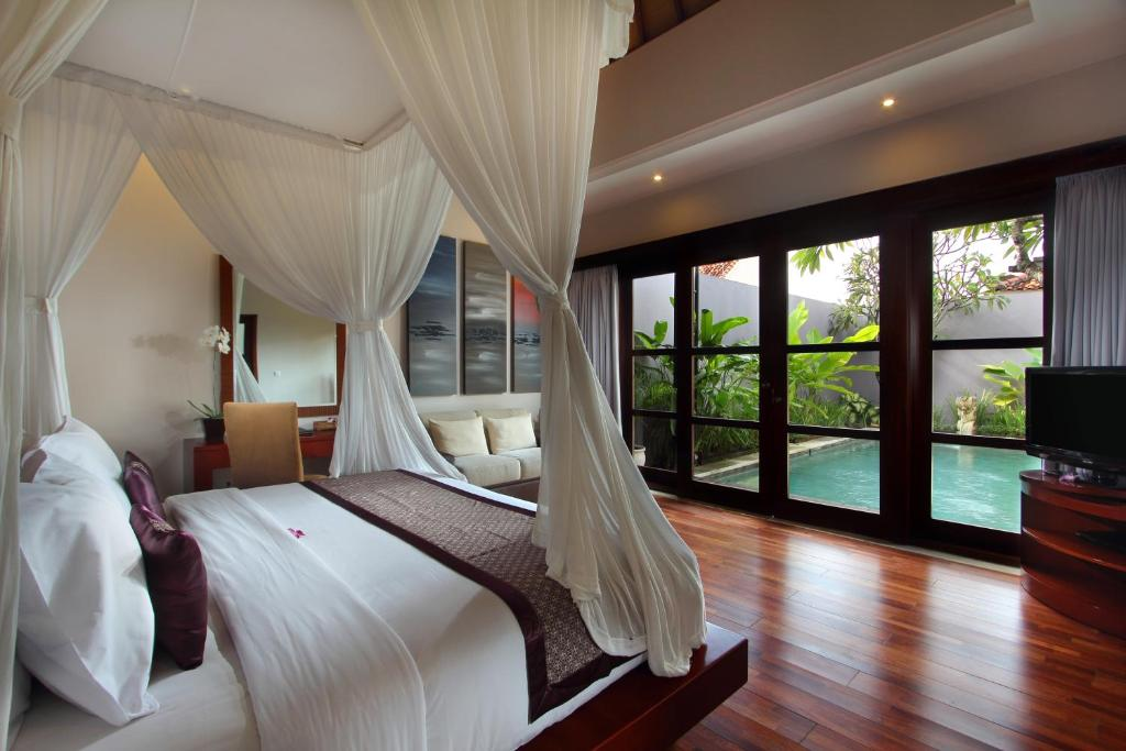 A bed or beds in a room at Aria Exclusive Villas & Spa