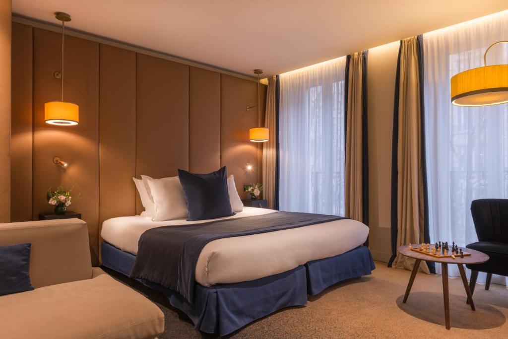 Cama ou camas em um quarto em Hôtel de la Bourdonnais