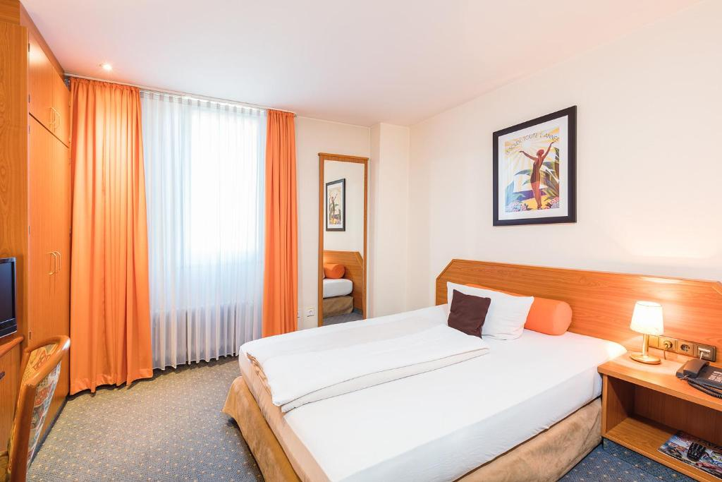 Ein Bett oder Betten in einem Zimmer der Unterkunft Hotel Servatius