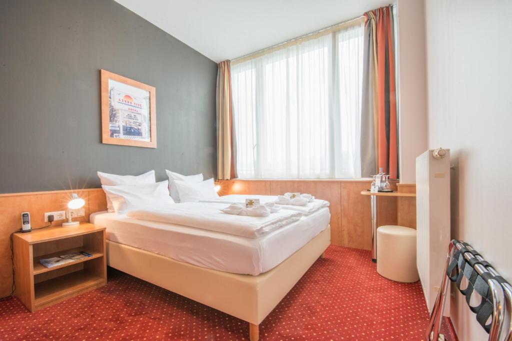 Ein Bett oder Betten in einem Zimmer der Unterkunft AMEDIA Express Passau