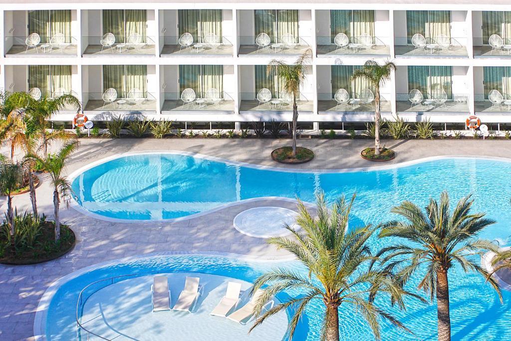 Het zwembad bij of vlak bij Hotel Caballero