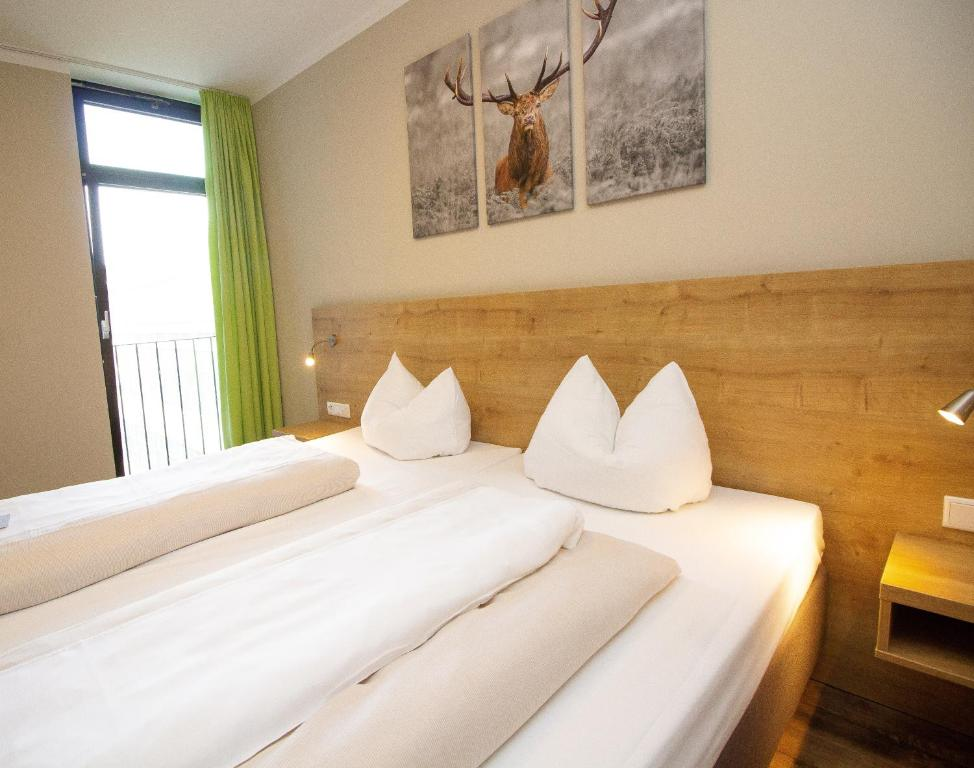 A bed or beds in a room at Hotel Dolomit
