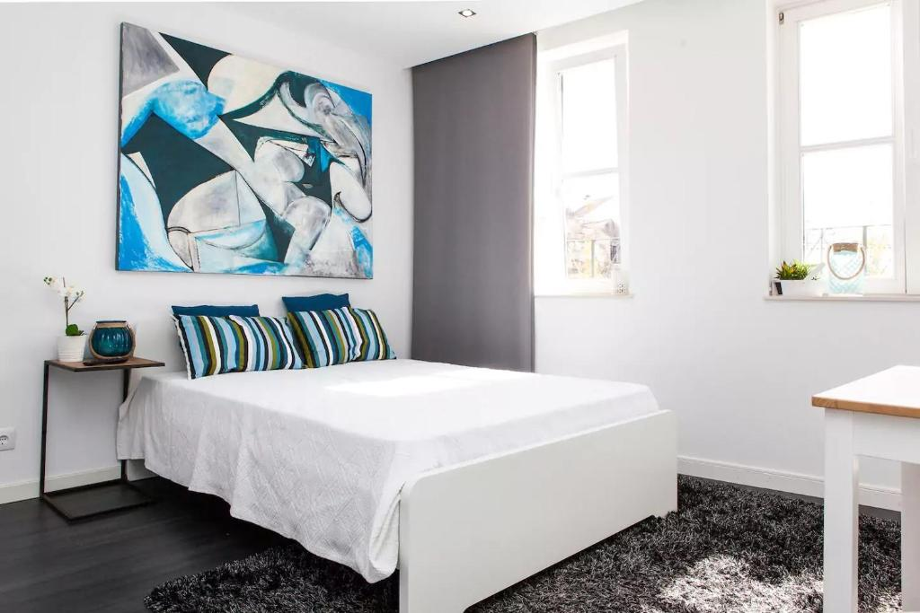 A bed or beds in a room at HomeCity