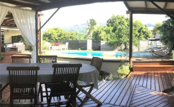 A piscina localizada em Bungalow Heipoe ou nos arredores
