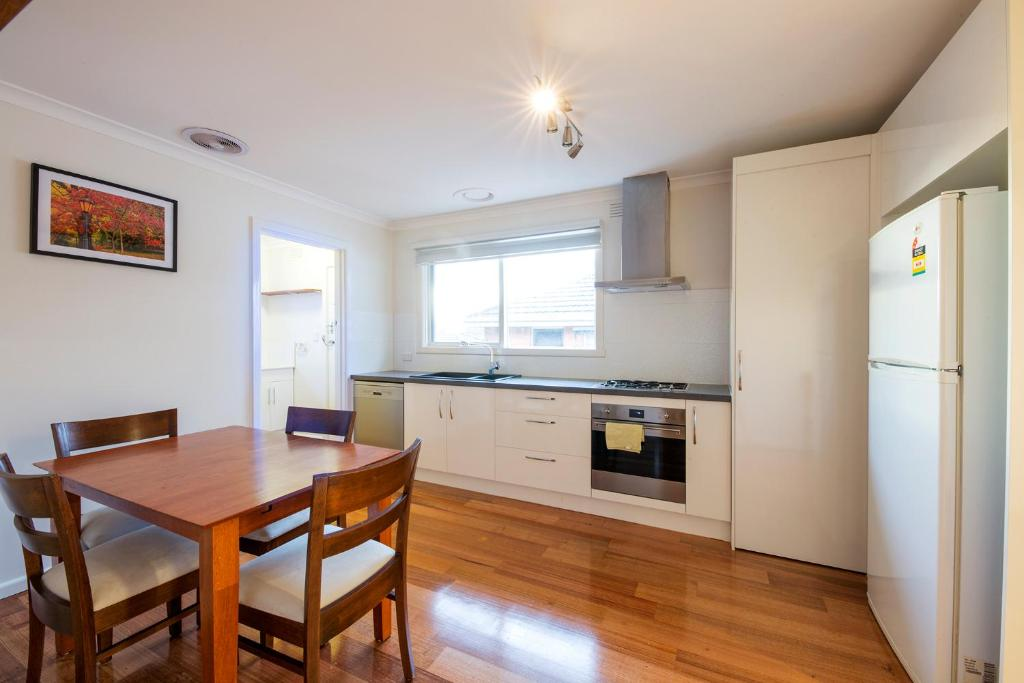 A kitchen or kitchenette at Rent Melbourne