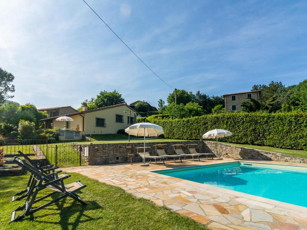 Splendid Holiday Home in Dicomano with Swimming Pool