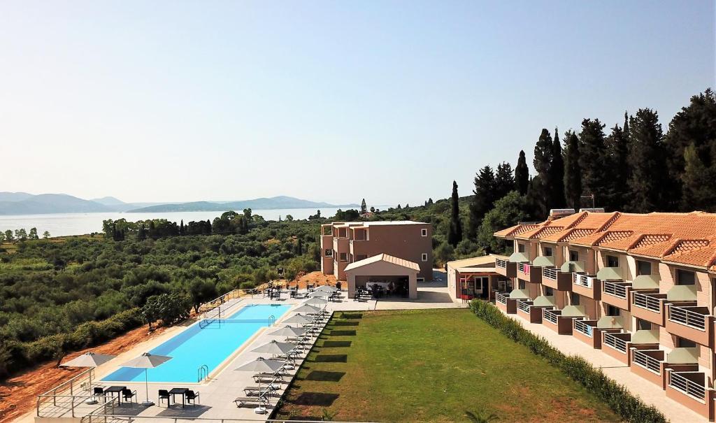 Vista sulla piscina di Phaedra Suites o su una piscina nei dintorni