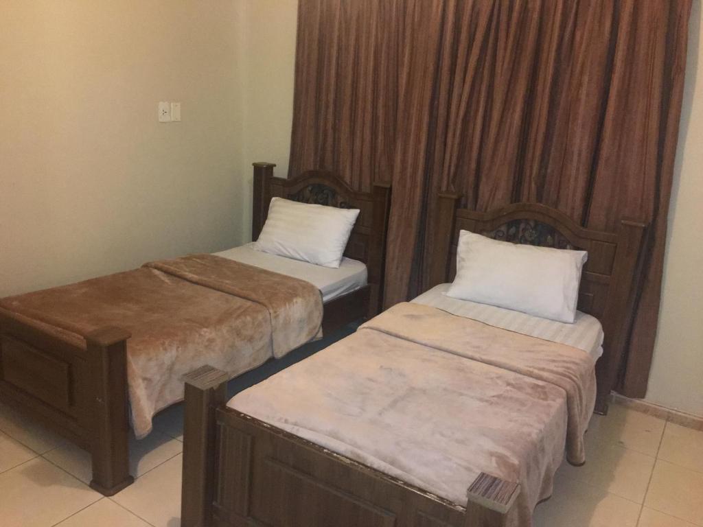 Cama ou camas em um quarto em Al Qimah Apartments