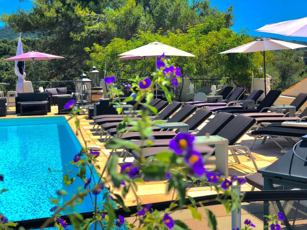 The swimming pool at or close to Hotel & Appartements Acqua Dolce
