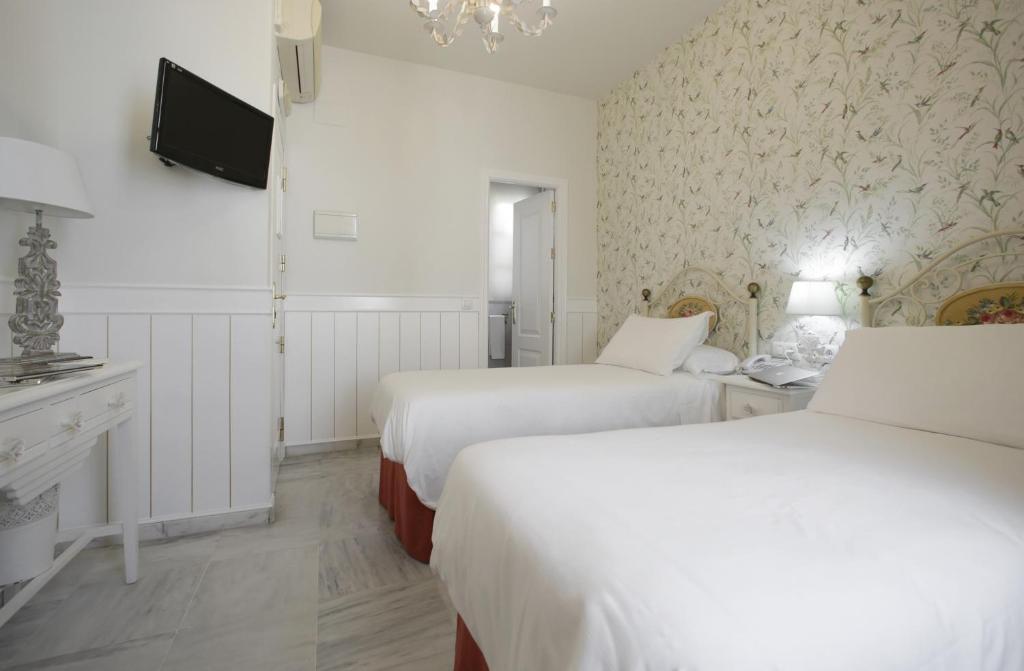 Letto o letti in una camera di Basic Hotel Puerta de Sevilla