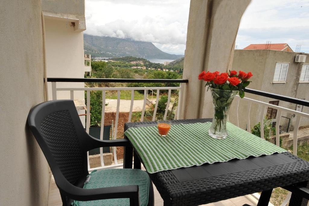 A balcony or terrace at Apartments Sea Star