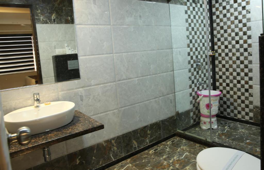 A bathroom at Kc Inn