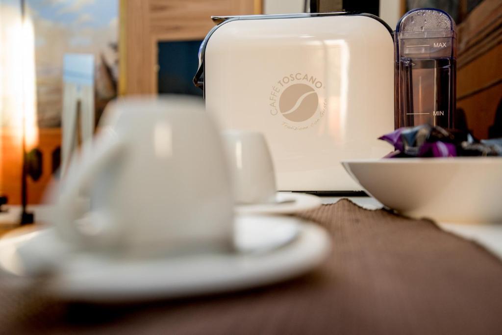 Set per la preparazione di tè e caffè presso Dimora Intini