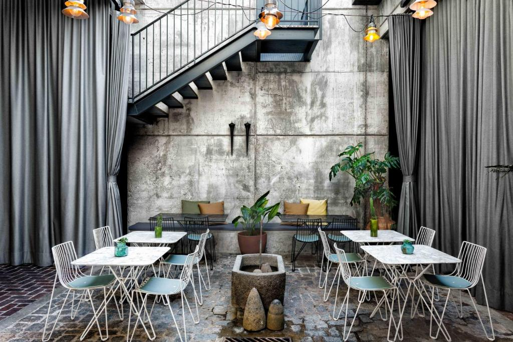 A restaurant or other place to eat at Hotel Brummell