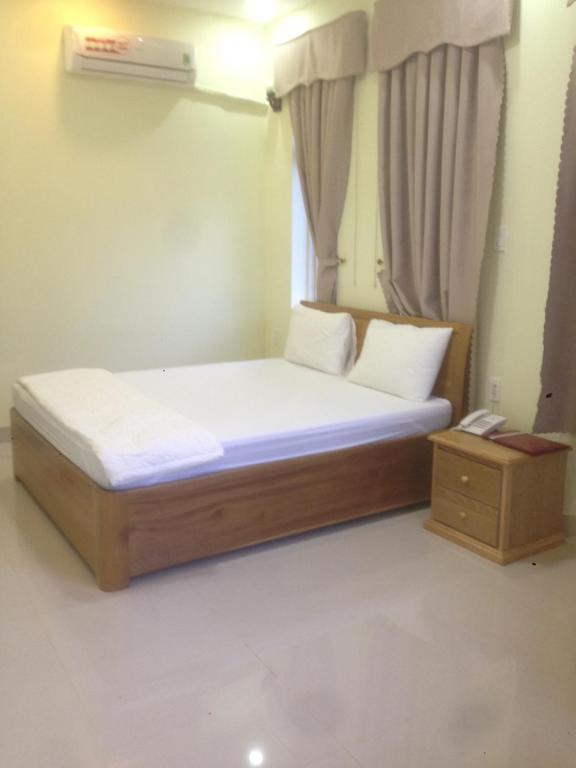 Giường trong phòng chung tại The Sky Hotel