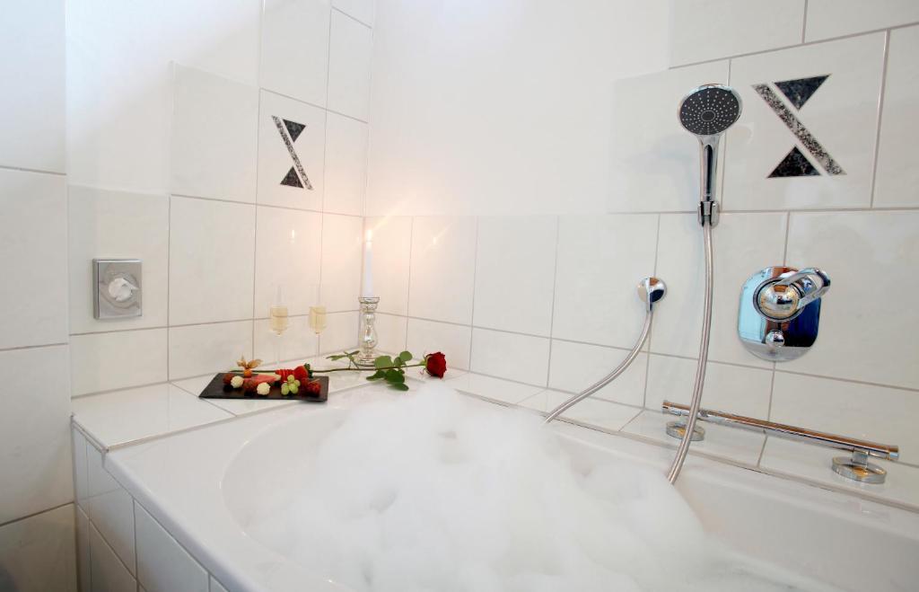 Ein Badezimmer in der Unterkunft Hotel Am Hirschhorn