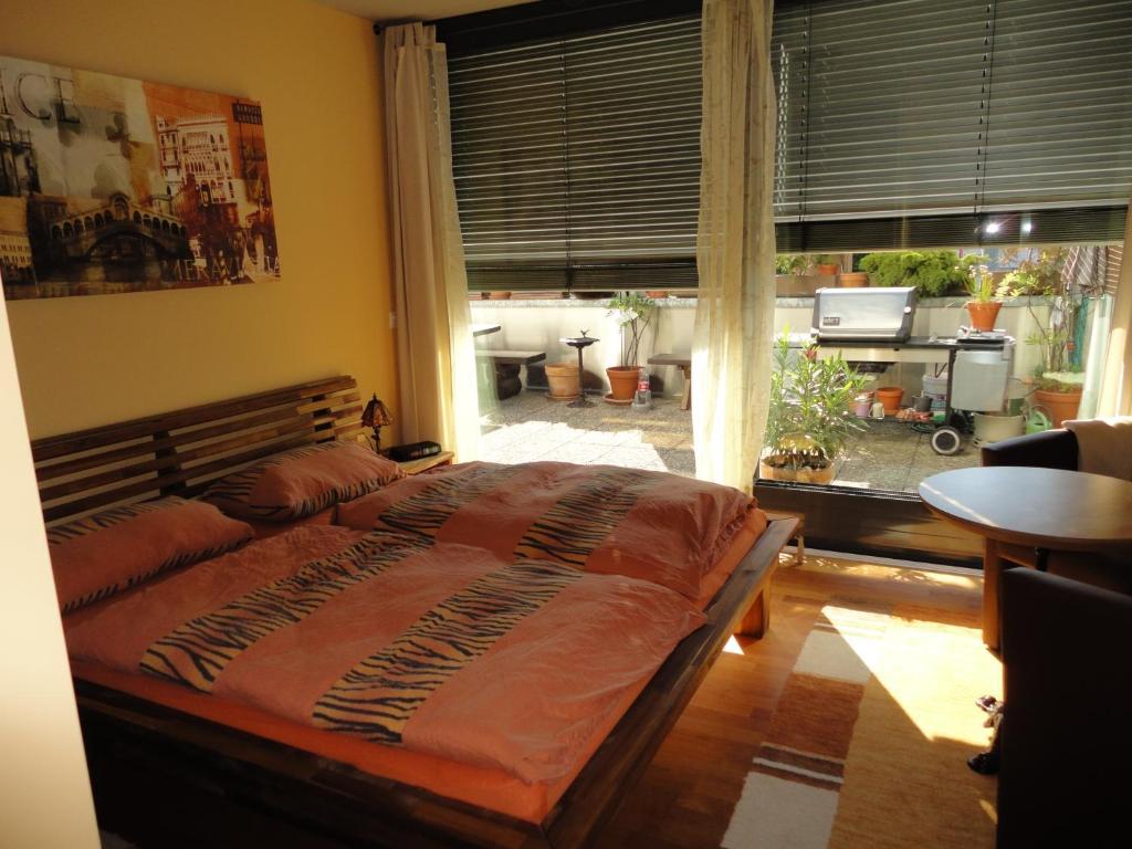 A bed or beds in a room at B & B Auf dem Wolf, St. Jakob