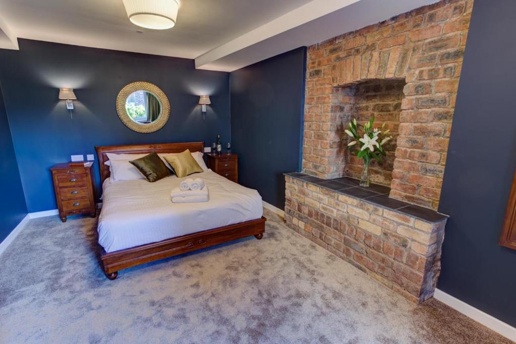A bed or beds in a room at Friars Wynd
