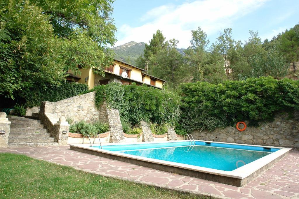 The swimming pool at or near Apartaments La Taverna dels Noguers